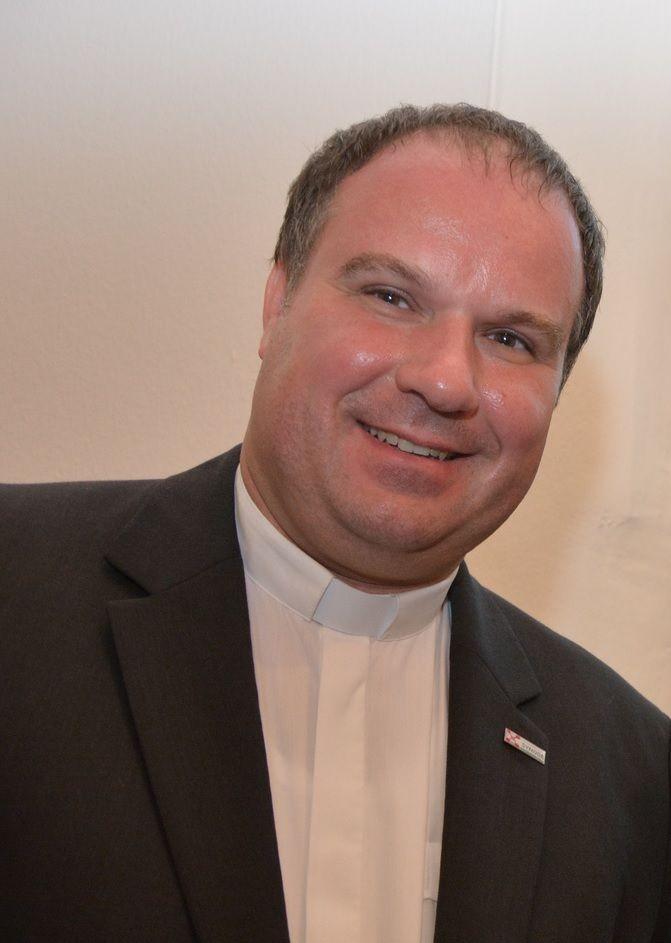 Dechant Jörg Schuh Pfarrer Pfarreingemeinschaft Ochtendung
