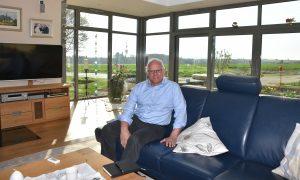 Peter Bleser, parlamentarischer Staatssekretär, zu Hause, Couch
