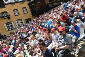 Mayener Burgfestspile Bühne Publikum Menschen