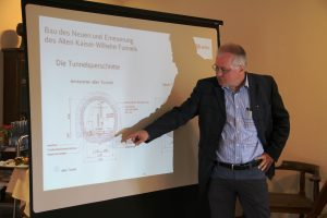 Projektleiter Bodo Tauch erläutert die Baumaßnahmen am Kaiser-Wilhelm-Tunnel.
