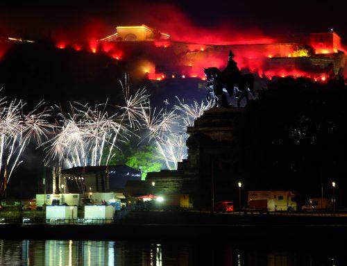 Der Rhein steht wieder in Flammen