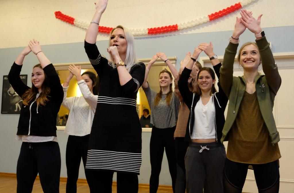Melanie Junglas mit ihrer Tanzgruppe