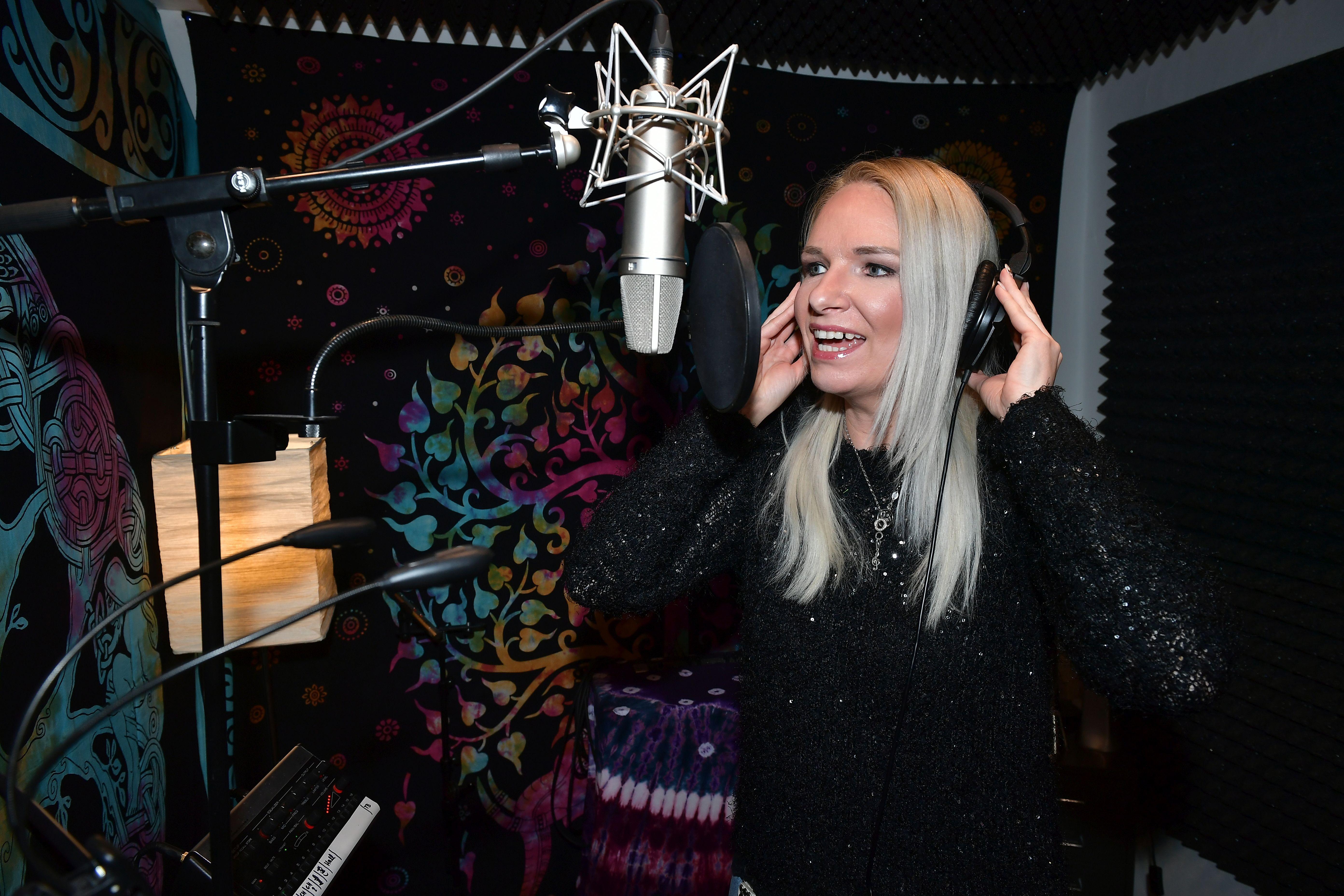 Melanie Junglas im Aufnahmestudio