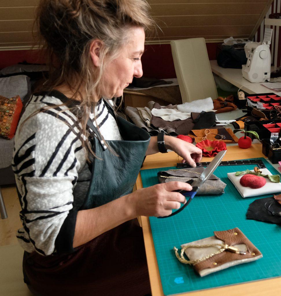 Bei den feinen Handarbeiten konzentriert sich Simone zur Zeit auf Ringkissen für die Trauung.