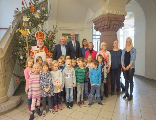 Der Nikolaus bringt Kinderaugen in Neuwied zum Strahlen