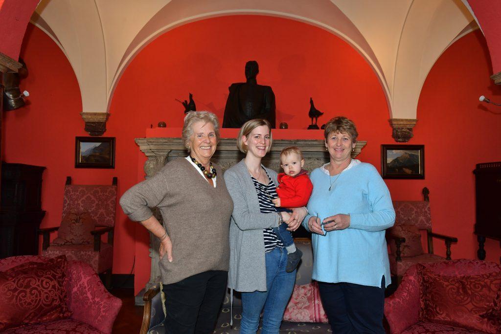 eide von Hohenzollern mit Tochter Anna und Enkelin Carlotta auf Burg Namedy